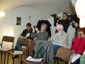 I giornalisti alla conferenza stampa del Vescovo