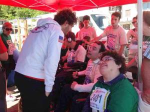 L'On. Fanucci con un gruppo di disabili