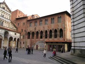 Piazza Duomo, Palazzo dei Vescovi