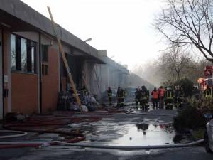 Vigili del fuoco nei capannoni del cinesi a Prato