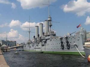L'incrociatore Aurora, la nave da cui partì il colpo di cannone che dette inizio alla rivoluzione di ottobre