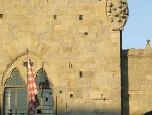 Particolare della facciata del Palazzo Comunale di Pistoia