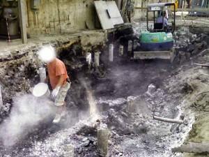 Ceneri imbiancate a calce sotto l'inceneritore di Montale