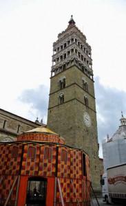 Obludarium in piazza del Duomo