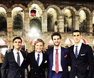 Niccolò Bonacchi dinanzi all'Arena di Verona: è il primo a destra